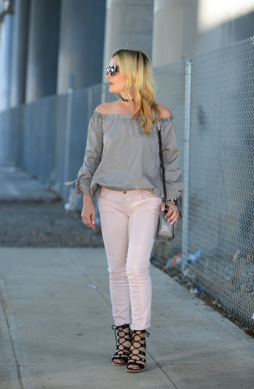 grey top pink jeans 2