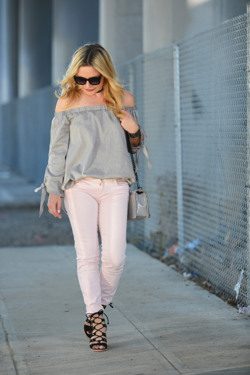 grey top pink jeans 5