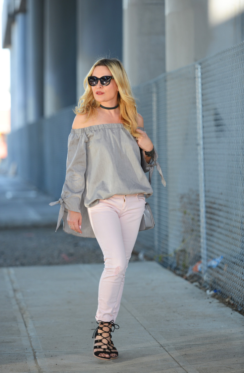 grey top pink jeans 7