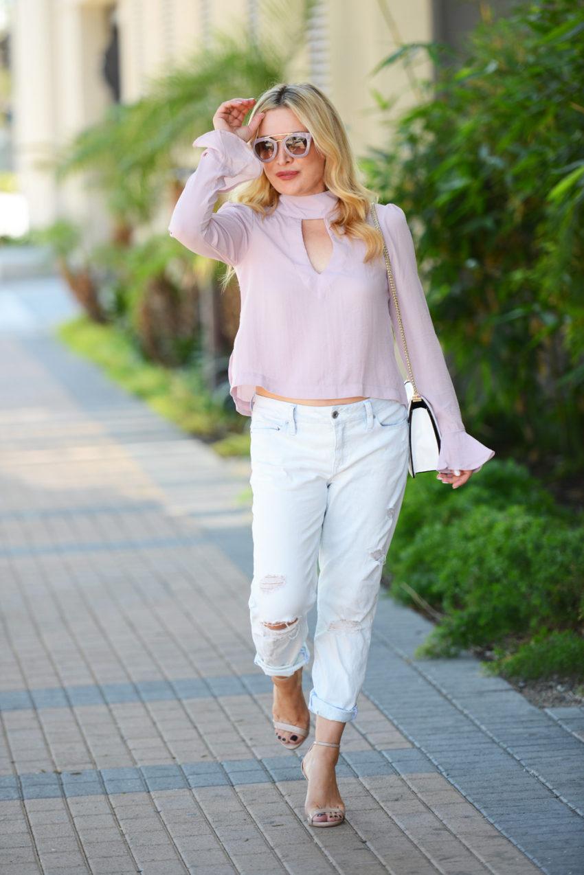 pink top boyfriend jeans 7
