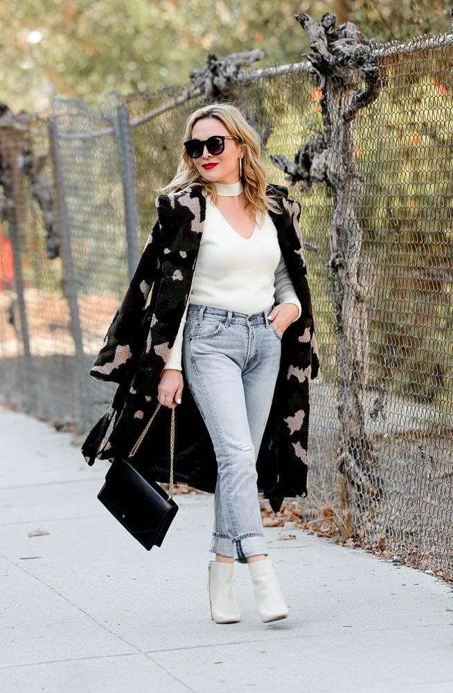 Camo Coat, Choker & Jeans.